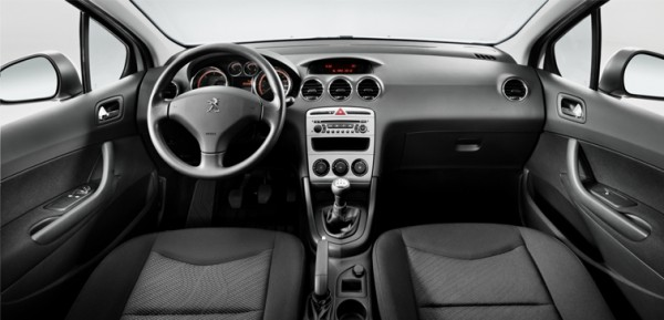 Peugeot 408 - салон