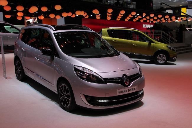 Рено на женевском автосалоне Renault grand вид сбоку